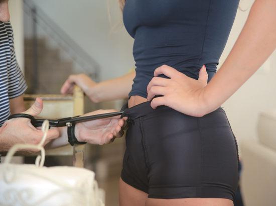 Купила мужу пояс верности порно