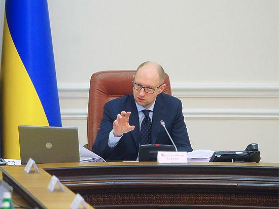 Яценюк: РФ претендует на победу во Второй мировой войне