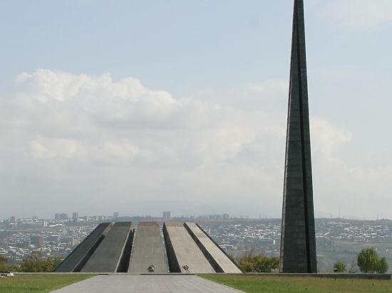 Сто лет назад началась резня армян, которая превратилась в геноцид народа. И сто лет армяне ждут, когда перед ними хотя бы извинятся
