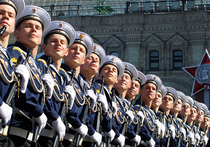 Социологи: россияне не готовы показывать на Параде Победы «кузькину мать»