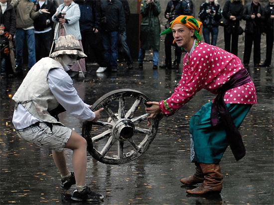 Обаму намотают на колеса за неявку на Парад Победы
