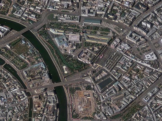 Уникальные спутниковые снимки движущейся по Красной площади военной техники скинул на Землю спутник «Ресурс-П»