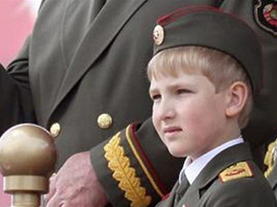 Сын Лукашенко принял парад белорусских ВВС под музыку американских солдат