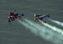 Швейцарец Ив Росси полетал наранце над Дубаем