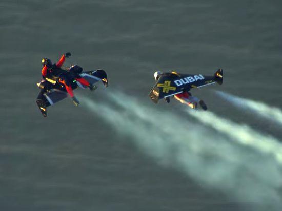 Пилот и изобретатель представил новое видео полетов вместе с напарником Венсом Рефетом на собственном изобретении