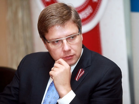 Мэра Риги Ушакова могут наказать за русскоязычное выступление 9 мая