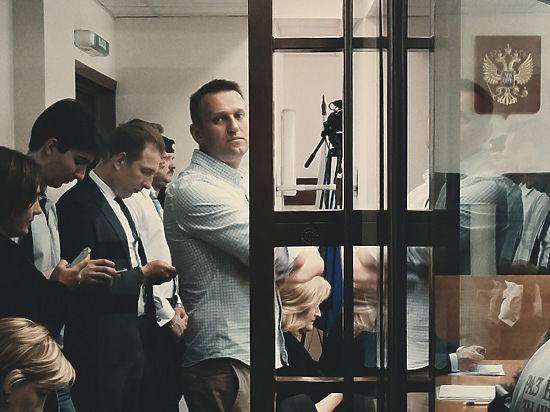 «Раньше крал, теперь раздаю». Суд опять оставил Навального на воле