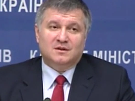 Эксперты уверены, что министр МВД Украины попытается удержаться в кресле любым способом