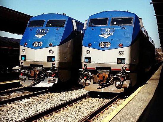 Пассажирский состав сошёл с рельсов в Филадельфии
