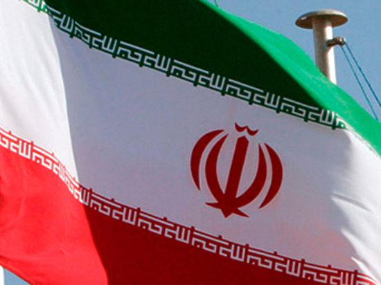 Иран угрожает войной всем, кто атакует его судно с гумпомощью