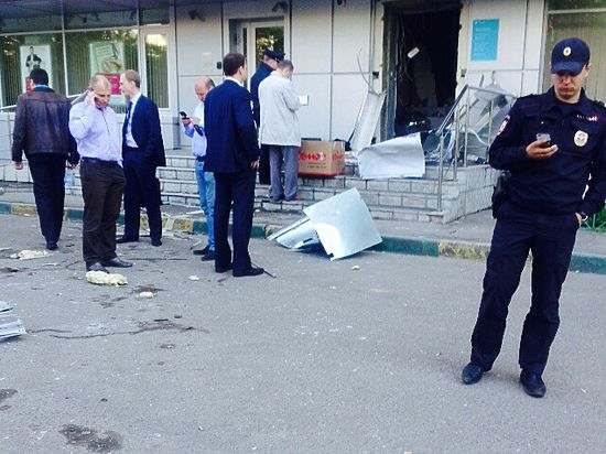 Грабители, подорвавшие банкомат в Москве, с испугу бросили все вещи