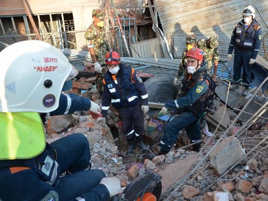 Сотрудники МЧС рассказали о своей работе в зоне разрушительного землетрясения