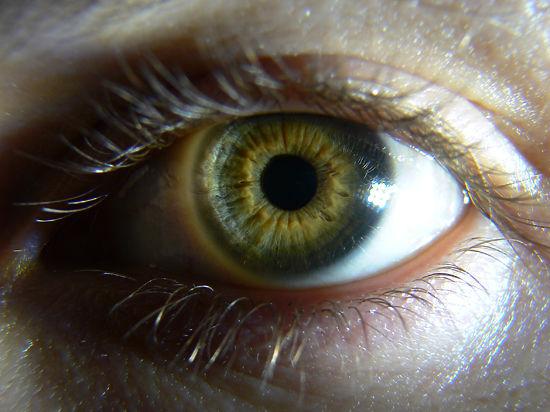 Выживший пациент пережил смену цвета своих глаз