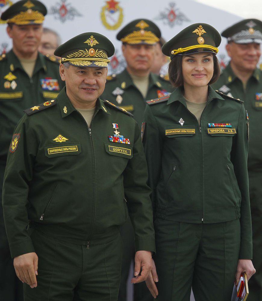 Шойгу произвел Исинбаеву в майоры, а Немова - в полковники