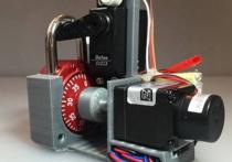 Хакер создал гаджет, взламывающий кодовый замок за полминуты