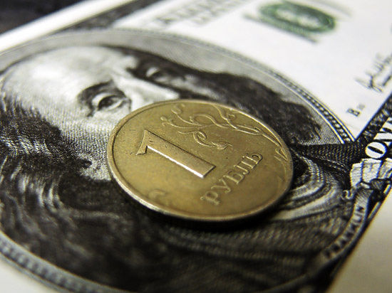 Курс евро на Московской бирже упал ниже 55 рублей