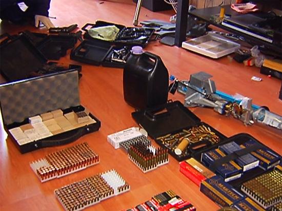 Задержанный с оружием педагог академии физкультуры оказался фанатом метания ножей