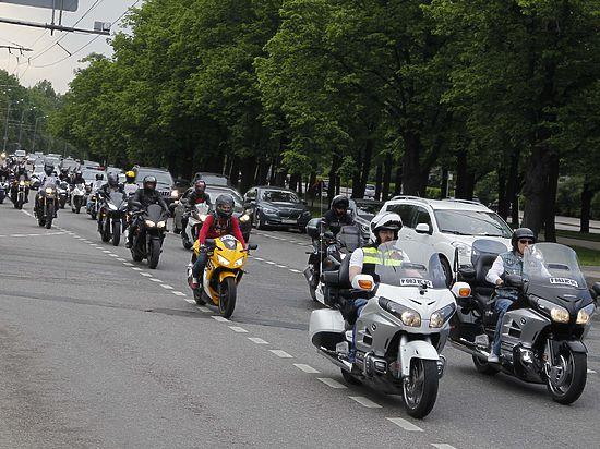 300 байкеров подписали ходатайство начальнику ГУВД и отвезли на Петровку
