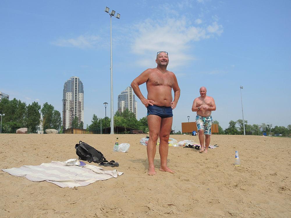 Искупаться в мегаполисе: репортаж с пляжей Москвы