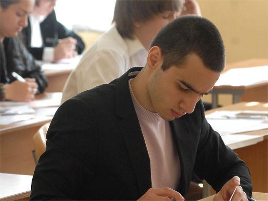 Во время ЕГЭ в Москве за школьниками будут следить видеокамеры