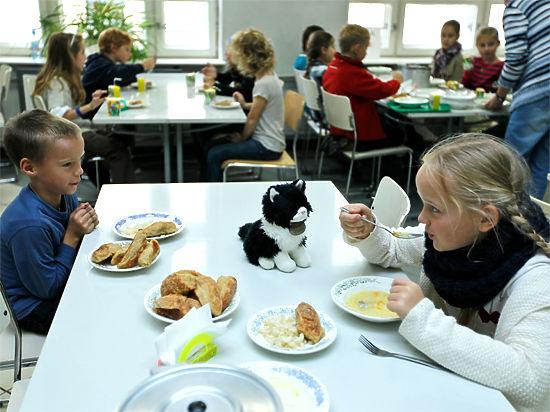 Детей будут кормить как в СИЗО?