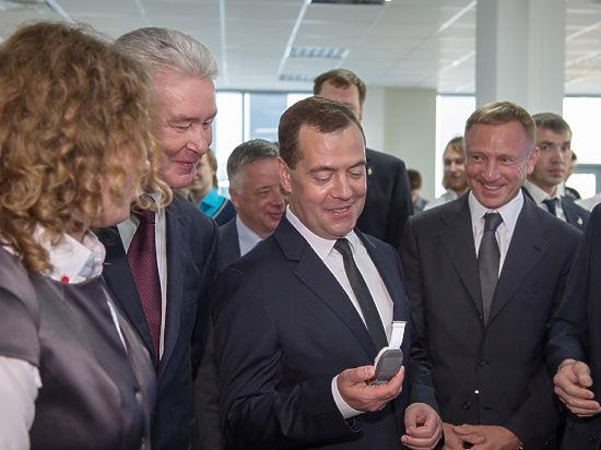Медведев заказал себе и Собянину аппарат «Соня»