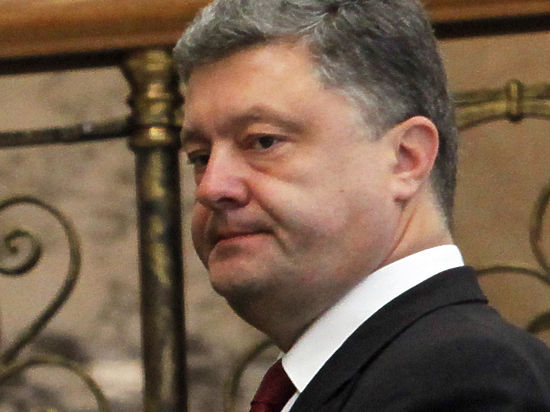 Порошенко отказался лететь в Польшу