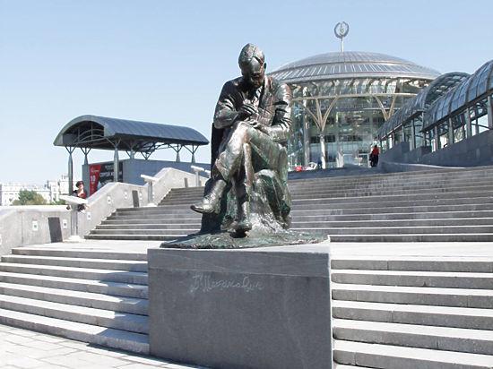 Перед Домом музыки открывается памятник Шостаковичу