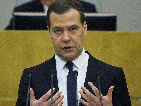 Медведев: Российские власти вскоре примут решение об ответных санкциях