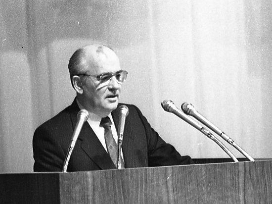 По мнению экспертов, внастоящее время в РФ возрождаются элементы советской политической системы