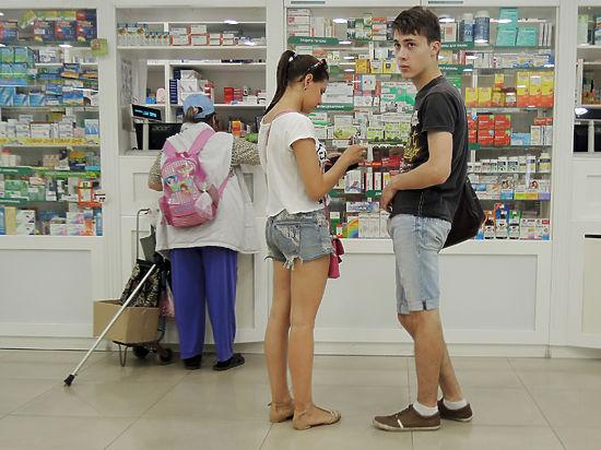 Россияне пытаются сэкономить на лекарствах и квартирах