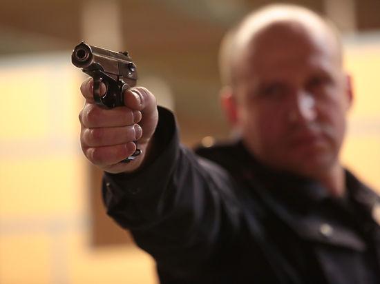 На пистолет врукопашную. Чему учат российских полицейских