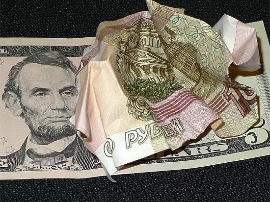 Российская валюта сдаёт позиции на бирже