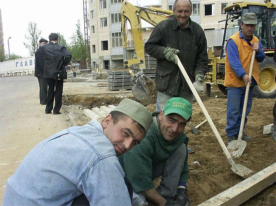 Из-за девальвации рубля мигранты стали меньше зарабатывать