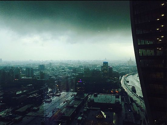 Страшная гроза в Москве и Подмосковье: град размером с яйцо, потоп