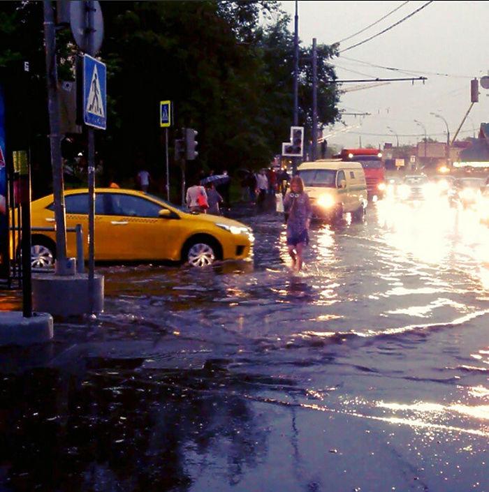 """Фото """"адской""""  грозы в Москве глазами пользователей соцсетей"""