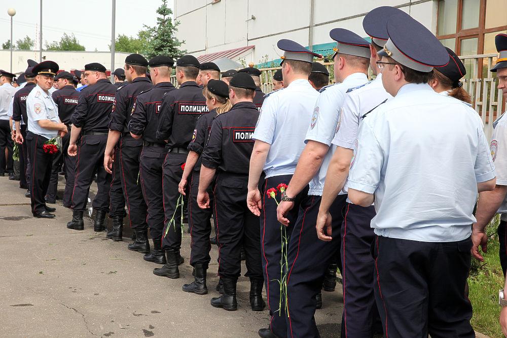 В Москве простились с погибшим при задержании преступника полицейским Андреем Банновым