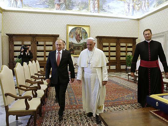 В Кремле объяснили, почему Путин опоздал к Папе Римскому