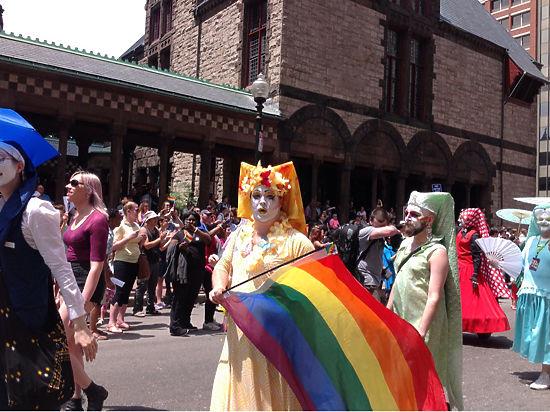 Вахтанговский театр встретили в Бостоне гей-парадом