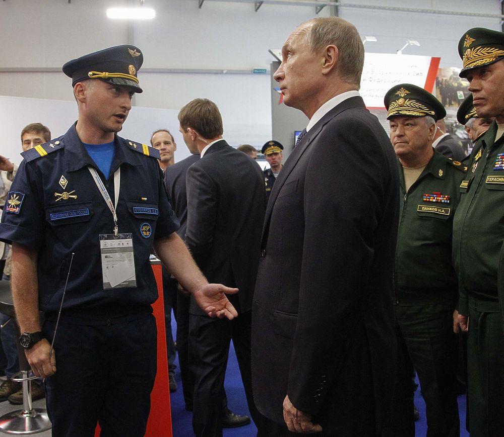Владимир Путин посетил международный форум Армия-2015 в Кубинке
