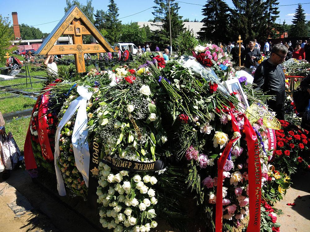 В Москве, на Николо-Архангельском кладбище, похоронили Жанну Фриске