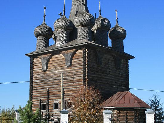 В Заостровье разрушается уникальный деревянный храм