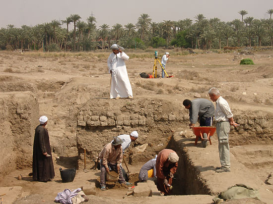 Откопать «Белые стены» в Египте нашим археологам помогла другая стена