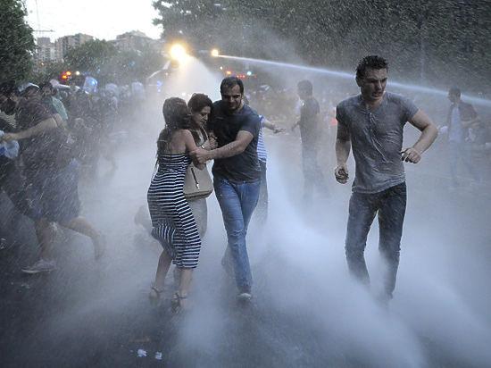 Координатор митингов в Ереване рассказал, как протест устроен изнутри