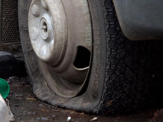 Лопнуло колесо, как в омском ДТП: что делать водителю