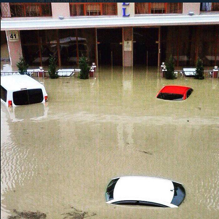 Сочи затопило после ужасного ливня: репортаж из социальных сетей