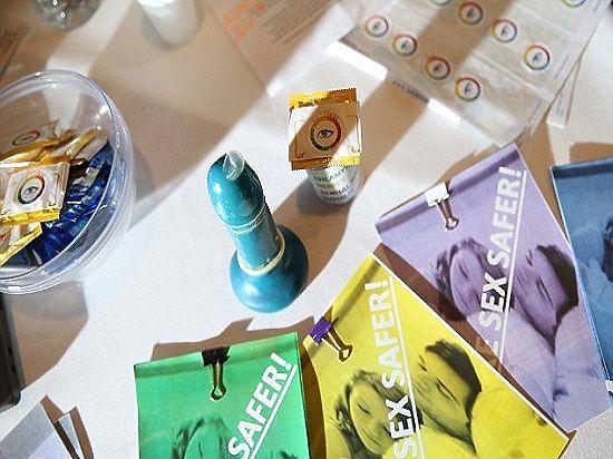 14-летние школьники изобрели презерватив, меняющий цвет, когда партнер заражен