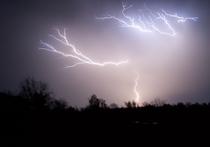 Физики поняли, почему НЛО прилетают во время грозы