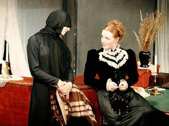 Театральный фестиваль открылся комедией о деньгах и любви