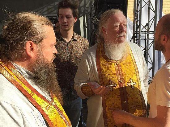 Музыка мешала богослужению, посетовали верующие